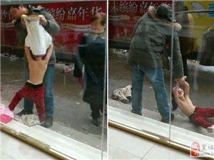 女童被父亲衣服扒光当街拖行
