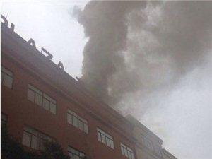 苏州独墅湖高等教育区文星广场一栋大楼失火了