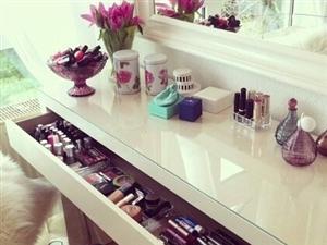 梳妆台,每个女生都应该拥有的闺蜜。