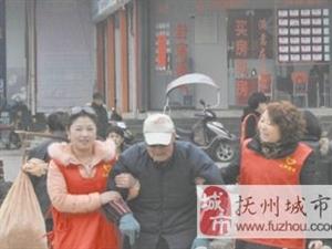 """抚州:""""红马甲""""街头劝导市民文明出行"""