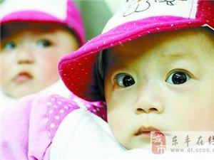 双胞胎女儿患先天疾病