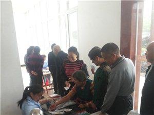 城关镇组织医务人员下到社区居民体检