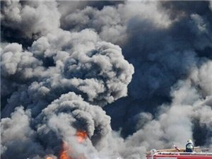 山东滨州村民上坟引发大火浓烟滚滚遮天蔽日神似末日场景