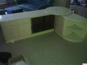 出售八成新转角电视柜,床头柜