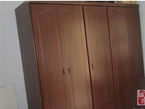 9成新,纯实木衣柜低价转让
