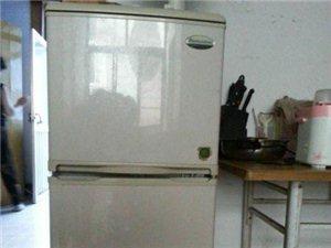 容声两开门小冰箱一台