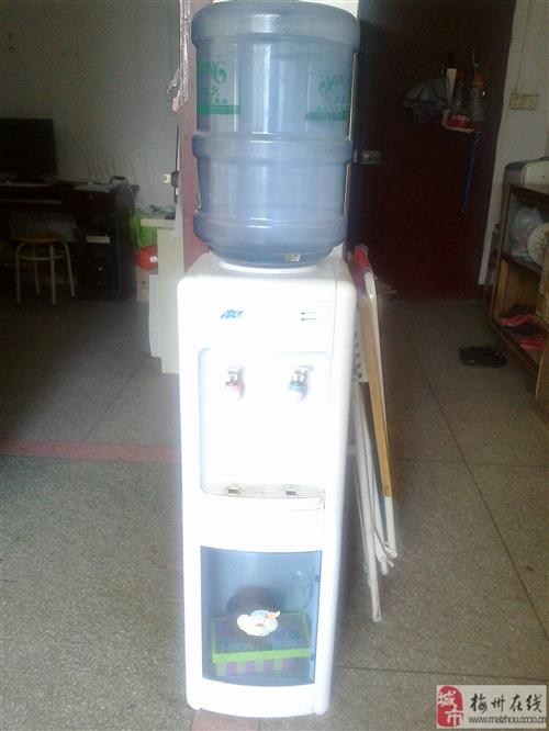 9成八新饮水机出售
