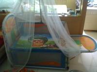 出售高档带蚊帐、带摇篮,铝合金婴儿床