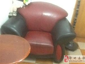 郑州黑红相间真皮沙发转让