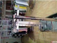 因本人男装店转让,现有不锈钢服装货架优价处理
