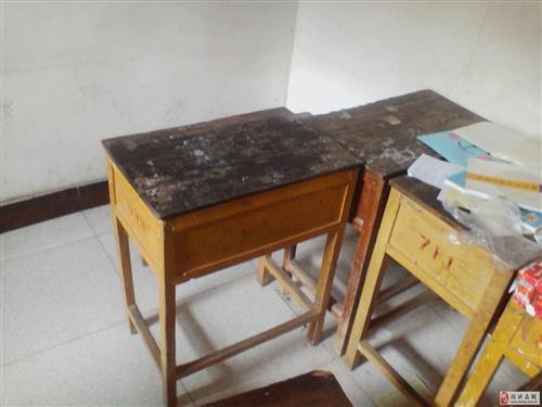 出售雙層鐵架床、課桌椅