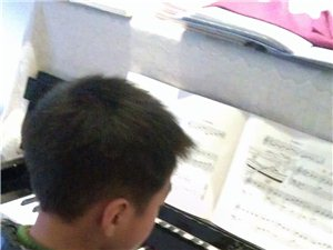 小熊音乐钢琴教学和钢琴上门陪练教学