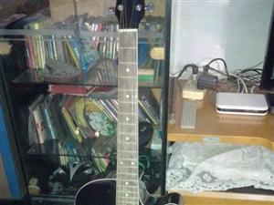 出售二手吉他:95新、黑色、亮皮