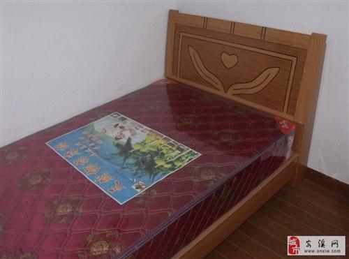 刚买不久的双人床及床垫(一套)