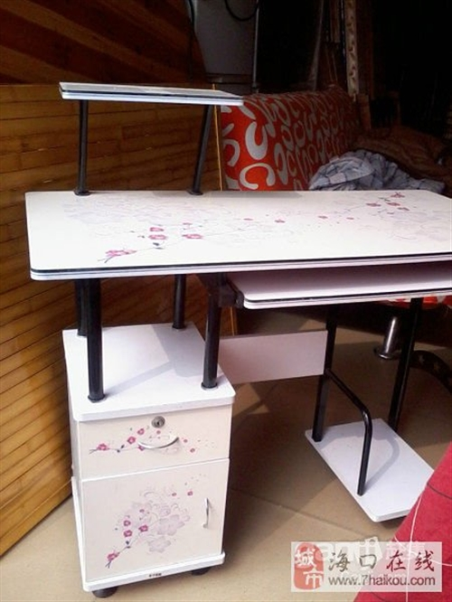 转卖九成新电脑桌