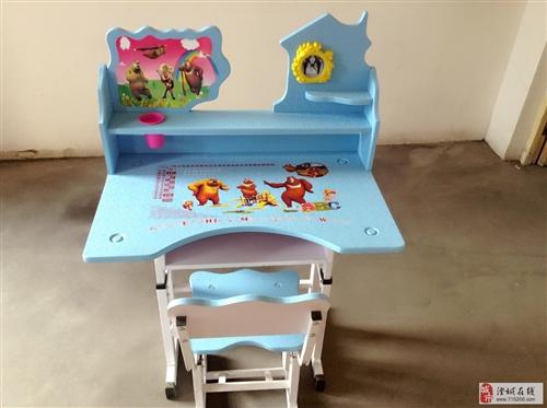 出售全新小学生家庭桌椅