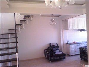 出售东方锦都4号楼2单元顶楼带阁楼已装修