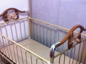 转卖铁艺婴儿床。 130元