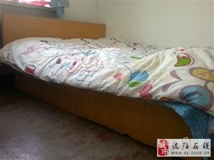 纯实木1.8米双人床