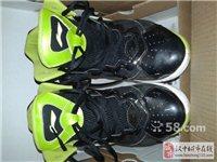 李宁篮球鞋一双