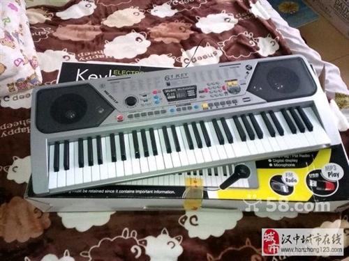 买了没多久的电子琴,最近缺钱啦,?#22270;?#36716;了!