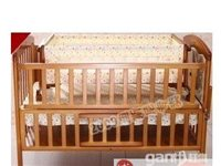 出售实木婴儿床