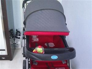 出售宝宝好婴儿车9.9成心刚买的